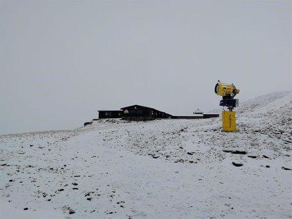 La nieve obliga al uso de cadenas en los accesos a Sierra Nevada