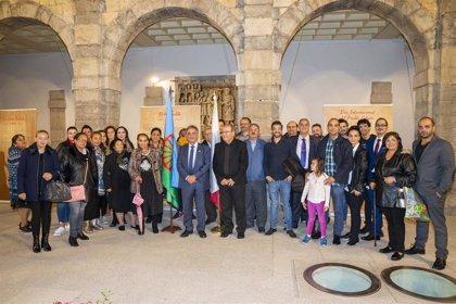 Inaugurada en el Parlamento de Cantabria una exposición sobre el pueblo gitano