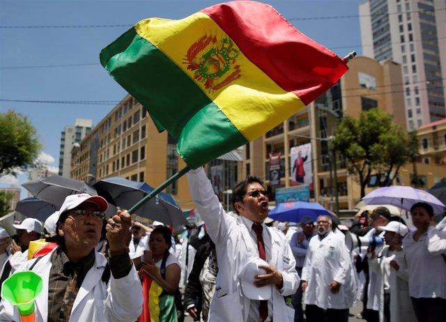 Manifestación de funcionarios de la salud contra el Gobierno de Evo Morales