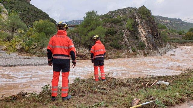 Los Bombers de la Generalitat en Vilaverd tras las lluvias