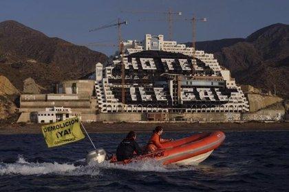 """Greenpeace pide una reunión a Juanma Moreno para plantearle """"su hoja de ruta"""" ante """"la revolución verde"""" que anuncia"""