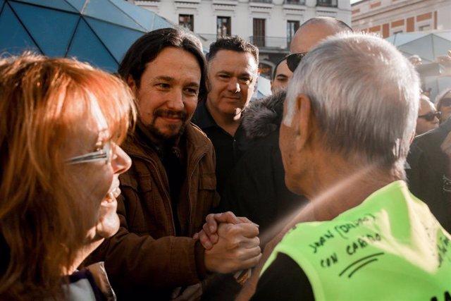 El secretario general de Podemos, Pablo Iglesias, asiste a la marcha de pensionistas, en la Puerta del Sol de Madrid (España) a 15 de octubre de 2019.