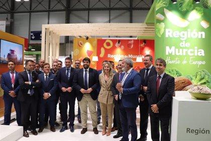 López Miras dice que exportaciones frutas y hortalizas de Murcia resisten a desafíos internacionales como Brexit