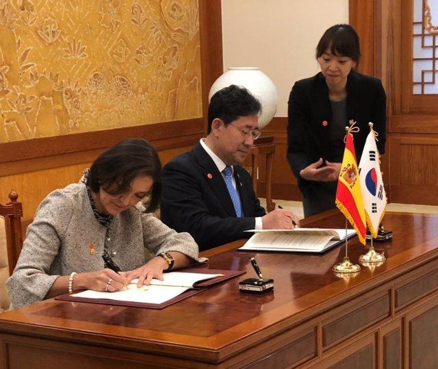 España y Corea del Sur firman un acuerdo para reforzar la cooperación turística