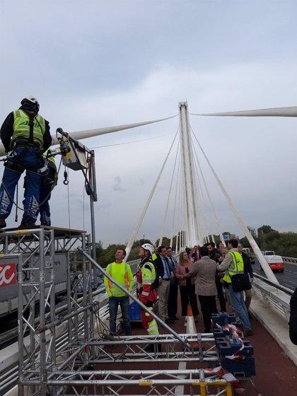 El Puente del Alamillo de Sevilla se somete a su primera revisión integral en 27 años