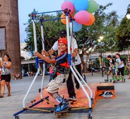 Conoce Skate Anima y la plataforma que ayuda a niños con parálisis cerebral y otras discapacidades a montar en patinete
