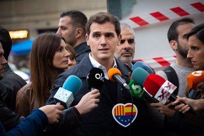 """Rivera dice que la actitud de Colau estos días demuestra el """"error estratégico"""" de Valls al hacerla alcaldesa"""