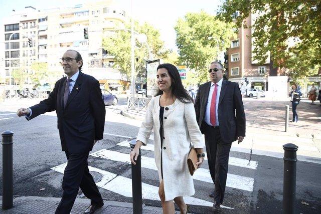 El vicepresidente tercero de la Mesa de la Asamblea de Madrid, José Ignacio Arias Moreno (1i) y la  la portavoz de Vox en la Asamblea de Madrid, Rocío Monasterio (2i) acuden a la misa en honor a la patrona de la Guardia Civil  en la Parroquia de Delicia