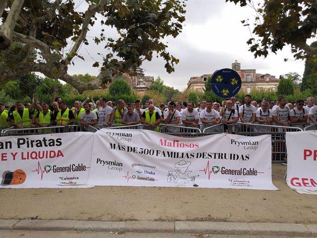 Protesta dels treballadors d'indústria afectats per l'ERO a Catalunya davant el Parlament