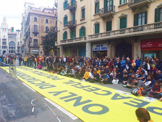 Concentració a la Via Laietana de Barcelona en protesta per la sentència de l'1-O