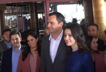 Arrimadas dice que Ciudadanos luchará para sumar con el PP y que haya un gobierno alternativo a Sánchez