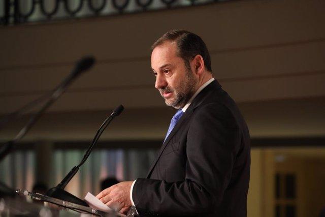 El ministre de Foment en funcions, José Luis Ábalos, durant la seva intervenció en l''gora' de 'El Economista', a Madrid (Espanya), 23 d'octubre del 2019.