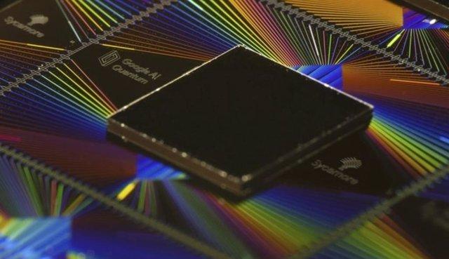 """Procesador Sycamore de Google, que la compañía defiende que ha logrado la """"supremacía cuántica'."""