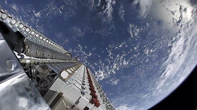 Llanament de satllits de SpaceX com a part del servei de banda ampla Starlink.