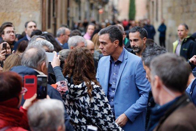 El presidente del gobierno en funciones, Pedro Sánchez durante su visita por el casco antiguo de la ciudad de Salamanca, a 23 de octubre de 2019.