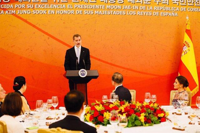 El Rei Felip VI pronuncia un discurs durant el sopar de gala en el seu viatge d'estat a la República de Corea.