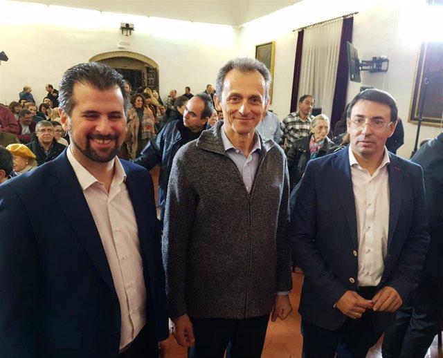 Luis Tudanca, Pedro Duque y Fernando Pablos, de izquierda a derecha, en el Colegio Arzobispo Fonseca de Salamanca.