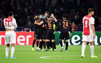 La baza del Chelsea mejora en Ámsterdam y el Nápoles no afloja