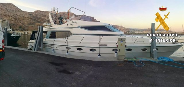 Yate interceptado con hachís atracado en el puerto de Almería