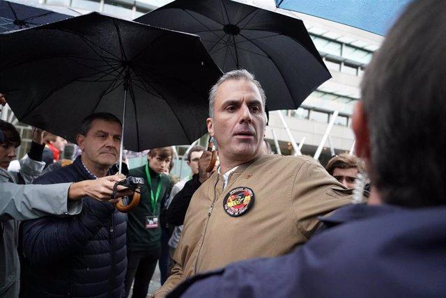 """El Secretario General de Vox, Javier Ortega Smith, durante la concentración """"contra el fascismo"""" y altercados durante un acto de Vox en Bilbao a 20 de octubre de 2019"""