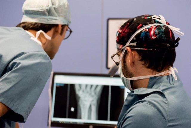 Planificación para la implantación de una prótesis de muñeca
