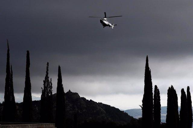 L'helicòpter que transportarà el fèretre amb les restes mortals de Francisco Franco fins al cementiri de El Pardo-Mingorrubio, un Cougar de l'Exèrcit de l'Aire, al Valle de los Caídos, Madrid, 24 d'octubre del 2019.