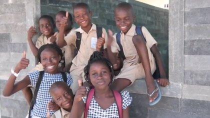 Esta clase está construida con ladrillos hechos de plástico reciclado que mujeres africanas recolectan