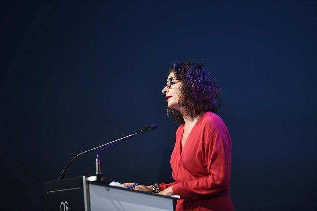 La ministra de Hacienda en funciones, María Jesús Montero durante su intervención en la clausura el `I ClosinGap Equality Summit en la sede de Vodafone en Madrid, a 17 de octubre de 2019.
