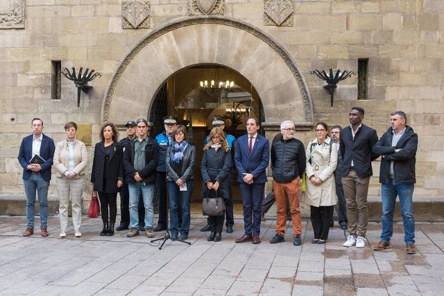 Minut de silenci a l'Ajuntament de Lleida per les víctimes del temporal.