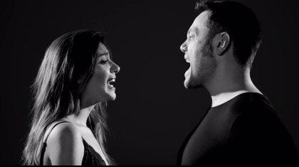 Tiziano Ferro y Ana Guerra, juntos y arrebatados en 'Acepto milagros'