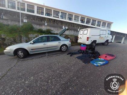 Decomisan casi 50 kilos de percebe a un grupo de furtivistas en Baiona (Pontevedra)