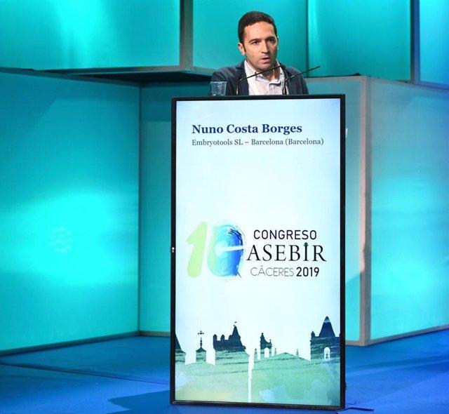 El director científico del laboratorio español Embryotools, Nuno Costa-Borges, durante su intervención en el X Congreso de ASEBIR