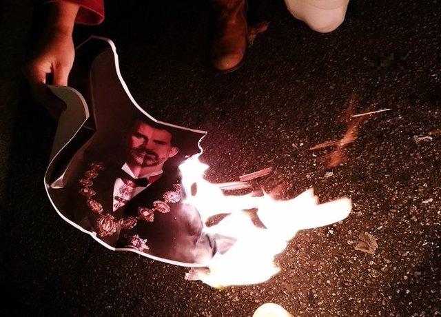 Retrat del Rei cremat durant un tall de la Meridiana