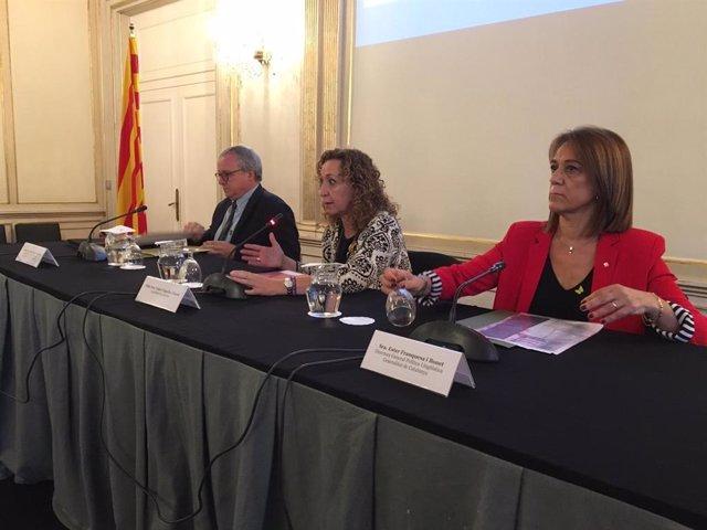 La consellera de Justicia de la Generalitat, Ester Capella, en el centro