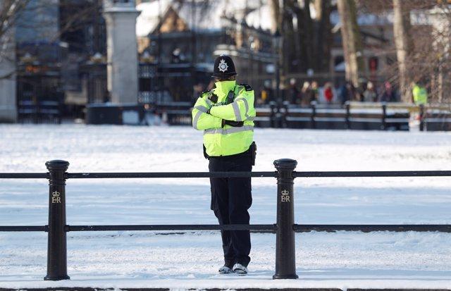 Foto de archivo de un policía británico.