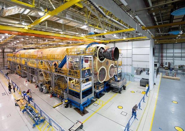 Primer motor en el mayor cohete de la NASA desde las misiones Apolo