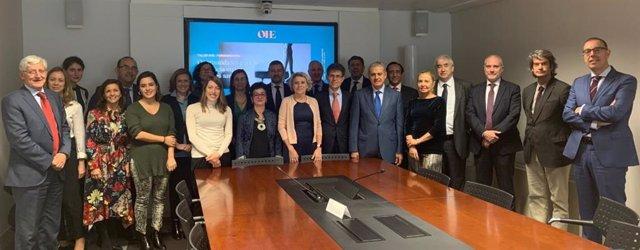 Foto de familia del grupo de expertos que participaron en el taller este jueves en la sede de Farmaindustria