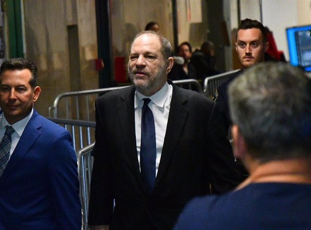 April 26, 2019 - New York, New York, United States: Harvey Weinstein, former co-chairman of the Weinstein Co., center, enters State Supreme Court. The hearing was closed to the press after both the defense and prosecution filed motions asking to seal the