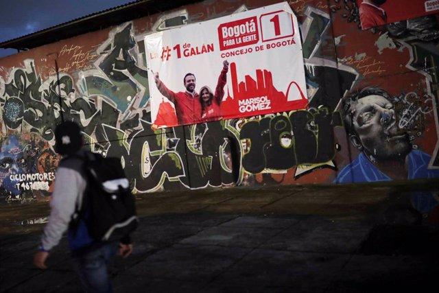 Cartel electoral en una calle de Bogotá