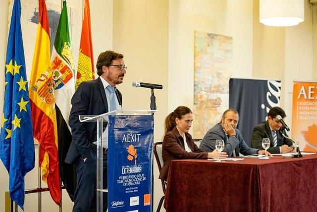 El director de Telefónica en Extremadura, Guillermo Santamaría