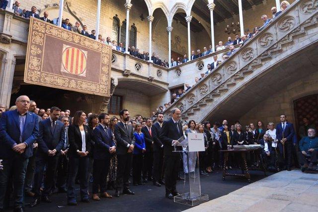 Acte de centenars d'alcaldes a la Generalitat contra la sentència del procés independentista, amb el president Quim Torra, el vicepresident Pere Aragonès, el president del Parlament Roger Torrent, Lluís Soler (ACM), Josep Maria Cervera (AMI) el 26/10/2019