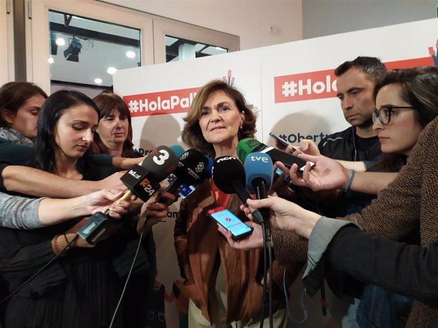 La vicepresidenta del Govern central, Carmen Calvo, en declaracions als periodistes abans d'acudir a un acte del PSC a Barcelona.