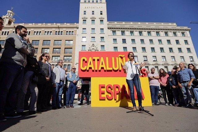 Acte de la líder de Cs a Catalunya, Lorena Roldán, a la plaça de Catalunya de Barcelona, el 26 d'octubre de 2019.