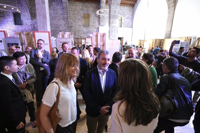 Jaume Collboni i Laia Bonet visiten el Barcelona International Community Day (BICB)