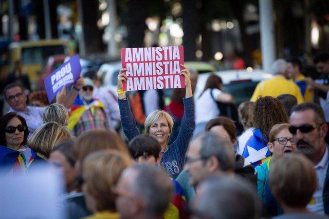 Manifestació d'ANC i Òmnium Cultural contra la sentència del procés independentista, amb el lema 'Llibertat' al carrer Marina de Barcelona el 26 d'octubre de 2019.