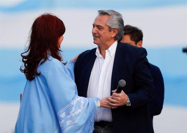 Alberto Fernández y Cristina Fernández de Kirchner en un acto electoral en Mar del Plata