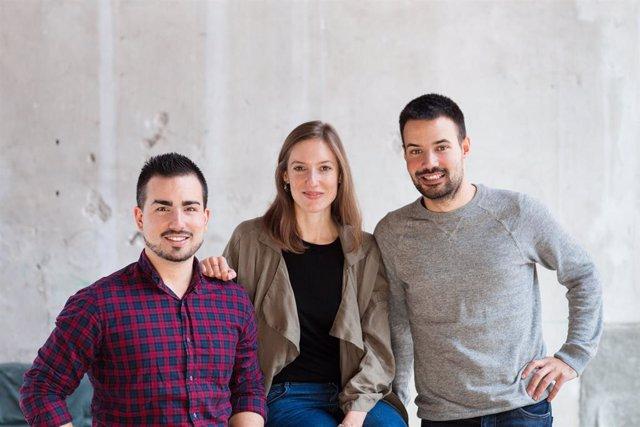 Els fundadors de Freshly Cosmetics, Mireia Trepat, Miquel Antolín i Joan Miralles.