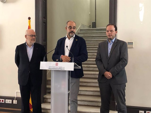 El secretari d'Interior de la Generalitat Brauli Duart, el conseller d'Interior Miquel Buch i el director de Mossos d'Esquadra Pere Ferrer en roda de premsa l'endemà dels altercats arran de la sentència del procés independentista.