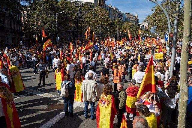 Participants a la manifestació de Societat Civil Catalana sota el lema 'Per la concòrdia, per Catalunya: Prou!', a Barcelona (Catalunya/Espanya) a 27 d'octubre de 2019.