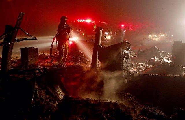 EEUU.- Uno de los incendios de California obliga a la evacuación de 180.000 pers